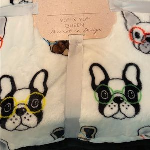 Queen blanket with French Bulldogs.
